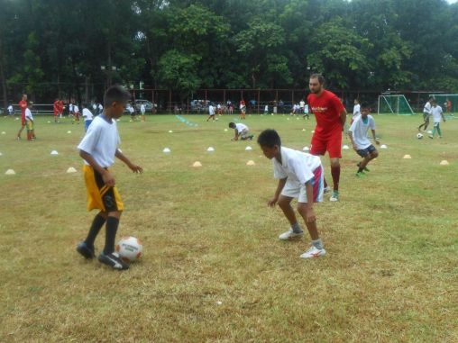 Volun2rism: La Roja de Manila goes to work