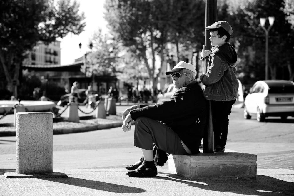 Photographie d'un homme et d'un enfant dans Aix en Provence