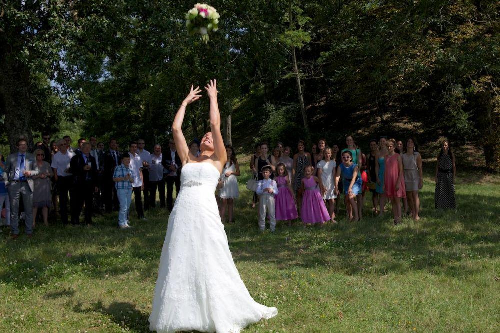 lancé de bouquet de mariage