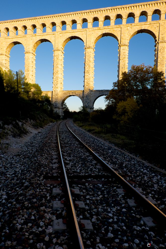 Chemin de fer sous le pont