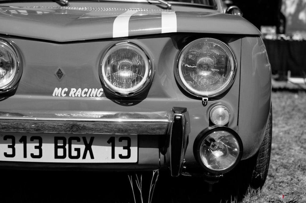 Renault R8 Gordini en noir et blanc