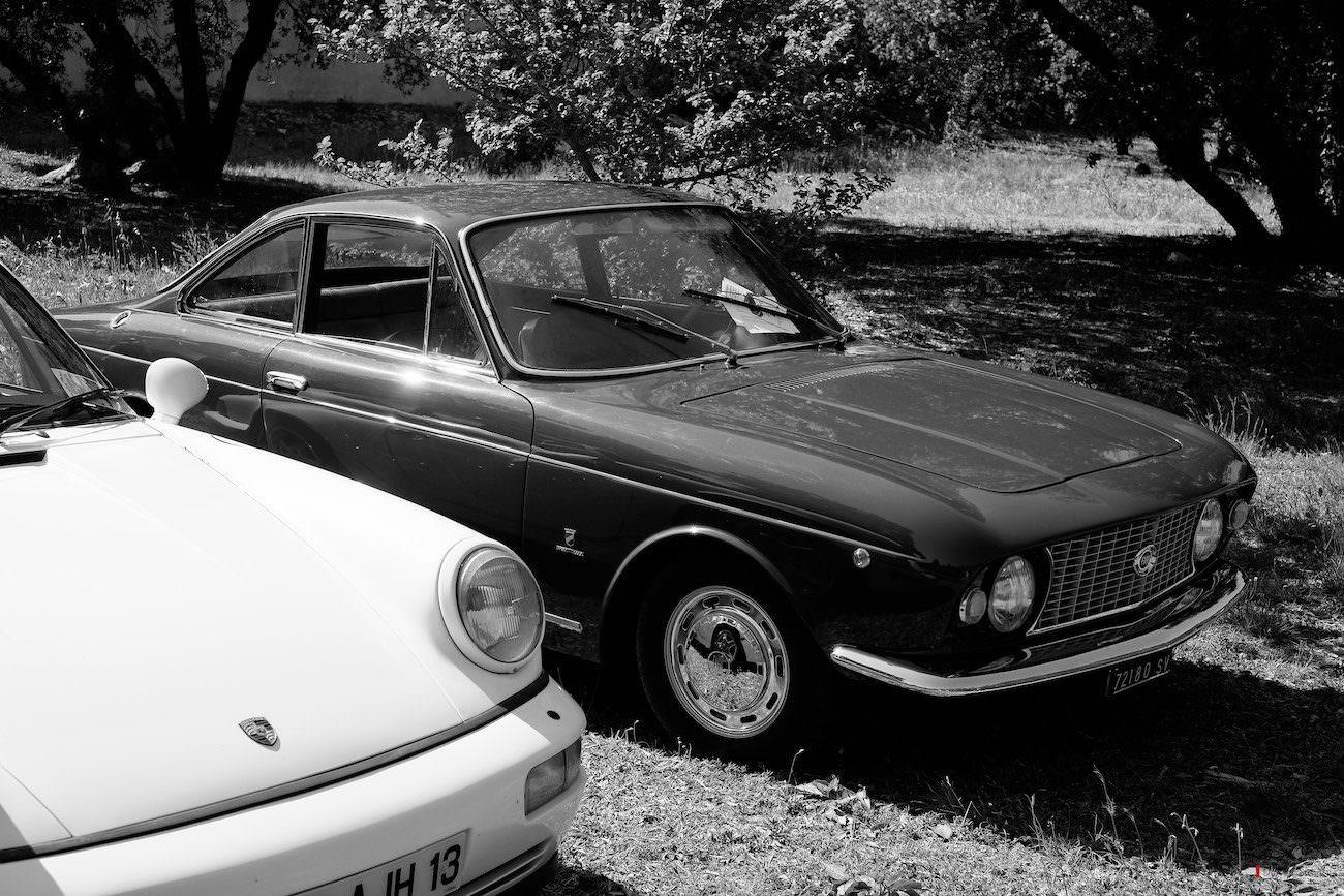 Fiat et vieille Porsche
