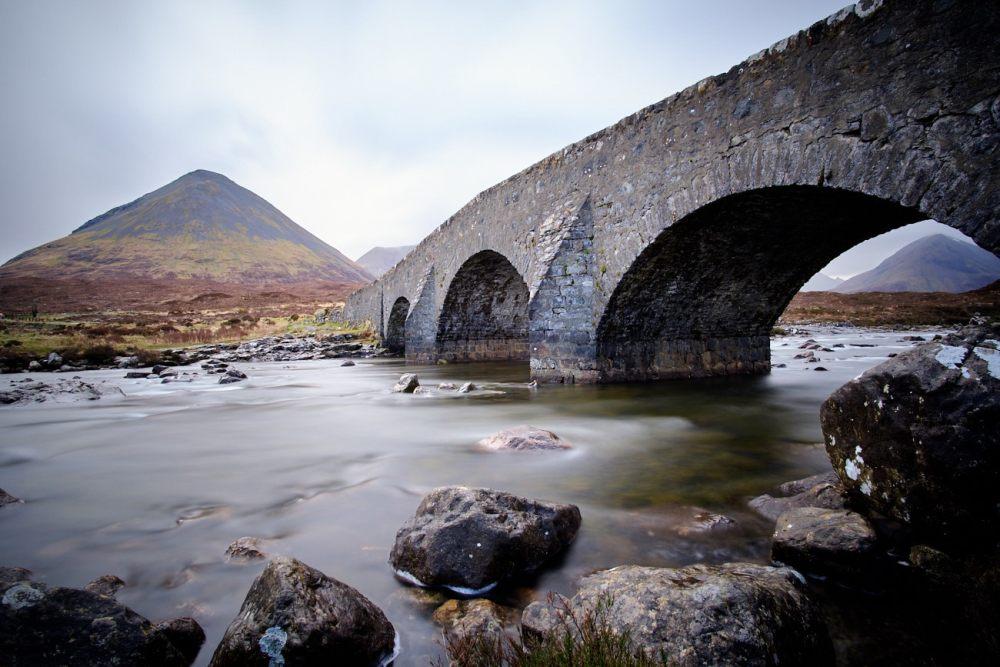 Vieux pont de Sligachan sur l'île de skye