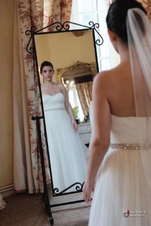 Reflet de la mariée dans le miroir