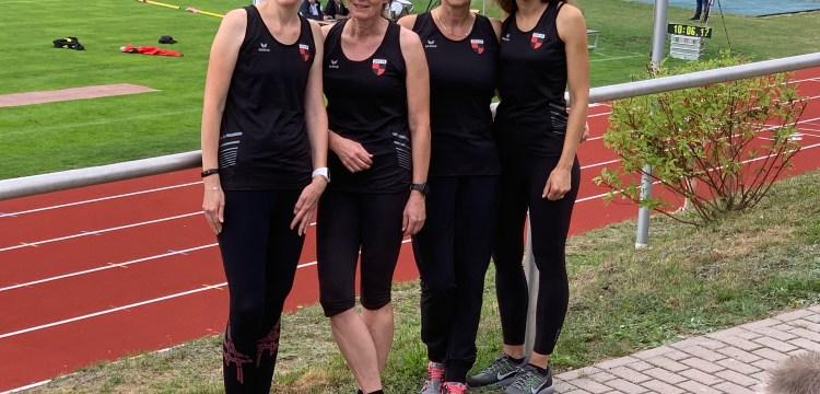Staffelläuferinnen des DSV 04 im neuen Outfit (v.l.: Silke Brix, Anja Geer, Sylvia Kanthak, Wiebke Brand)