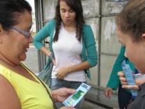 Estudantes orientam sobre descarte do Lixo Eletrônico