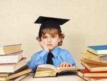 Instituto MRV entrega kits de material escolar para filhos de funcionários