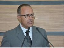 Valdemir cobra revisão de cortes dos salários dos servidores da Prefeitura
