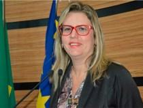 Viviane Sampaio alerta para falta de água potável na Roseira