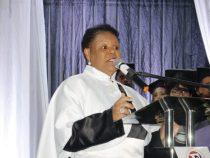 Primeira mulher negra eleita reitora toma posse em universidade baiana