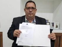 Presidente assina termo de cooperação técnica para a Rádio Câmara de Conquista