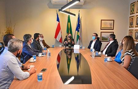 Prefeita Sheila Lemos conhece projeto de conciliação empresarial sem Judiciário