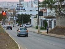 Acidentes de trânsito sem vítimas caem pela metade em avenidas com radares
