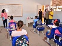 Mais de 60 escolas municipais voltam às aulas semipresenciais na próxima semana