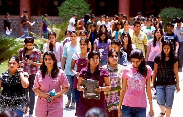 delhi university 4th cut off 2016,