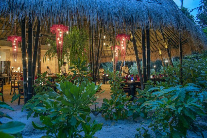 لمحبي السفر من جيل الشباب.. قطعة من الجنة تنتظر الشباب محبي البيئة في منتجع''Emerald Maldives Resort & SPA