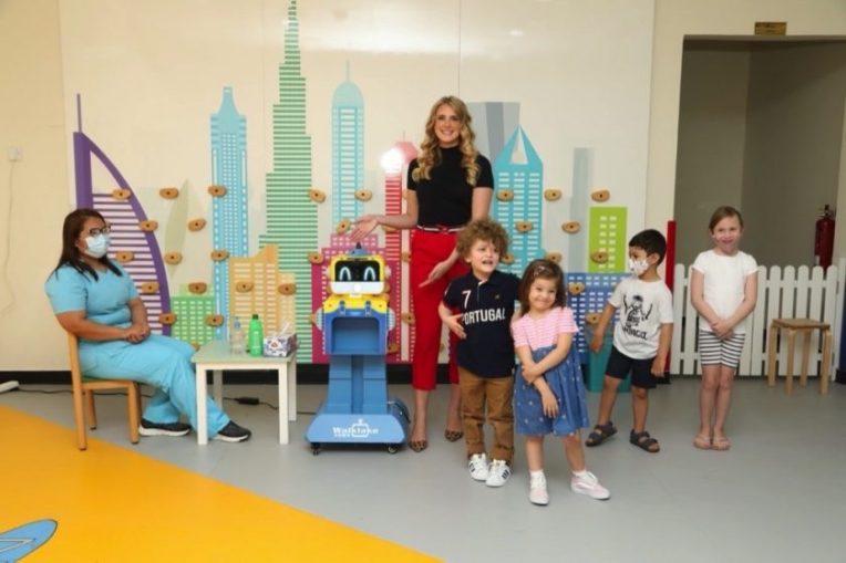 تقدم ترانستك الإمارات روبوتا صديقا للصحة لحماية وفحص الأطفال