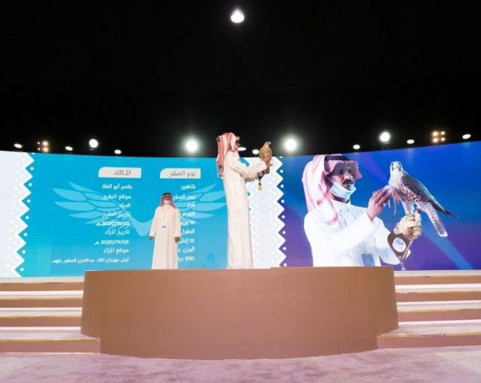 Saudi Arabia hosts an International Auction for Falcon Breeding Farms Around the World
