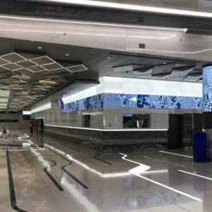 أكثر من 100 شاشة رقمية تنير مسار محطات مترو 2020