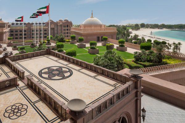 """موائد عائلية احتفالية بـ """"عيد الأضحى """" في قصر الإمارات"""