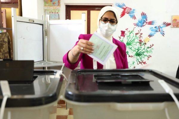 وزيرة الصحة تطمئن المواطنين على تأمين لجان الانتخابات طبيًا