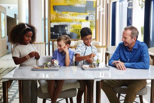 """جميرا بيتش هوتيل يطلق قائمة طعام """"الذوّاقة الصغار"""" مع عرضٍ"""