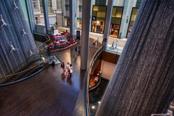 فرصة الدخول إلى عالم تصنيع الأحذية خلال مهرجان دبي للتسوق
