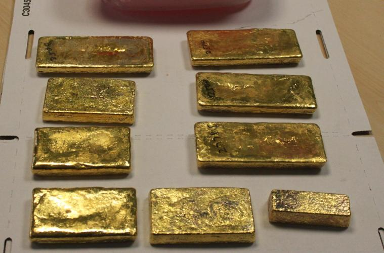 Gold smuggled in a lunch box to Dubai to be auctioned