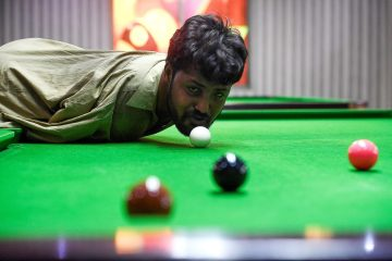 This Pakistan snooker player with no arms is the hero we need in 2020