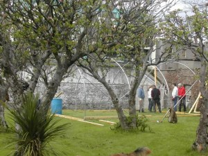 Building a plytunnel @ the Heritage Garden