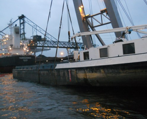 duc-marine-group-salvage-coal-barge-3