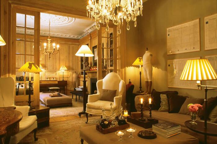 Bruges'ün ünlü kanallarına sadece yürüyüş mesafesindeki butik otel, 18. yüzyıldan kalma bir binada hizmet veriyor.