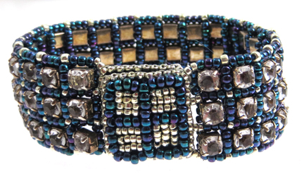 Rhinetsone-and-beads-bracelet-clasp