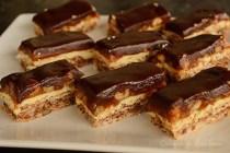 Prajitura Snickers cu ciocolata alba