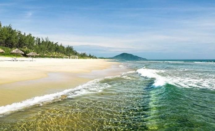 Bãi biển Lăng Cô ở Huế