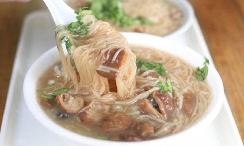 Tô mỳ hàu nóng hổi rất thích hợp với mùa đông ở Đài Loan