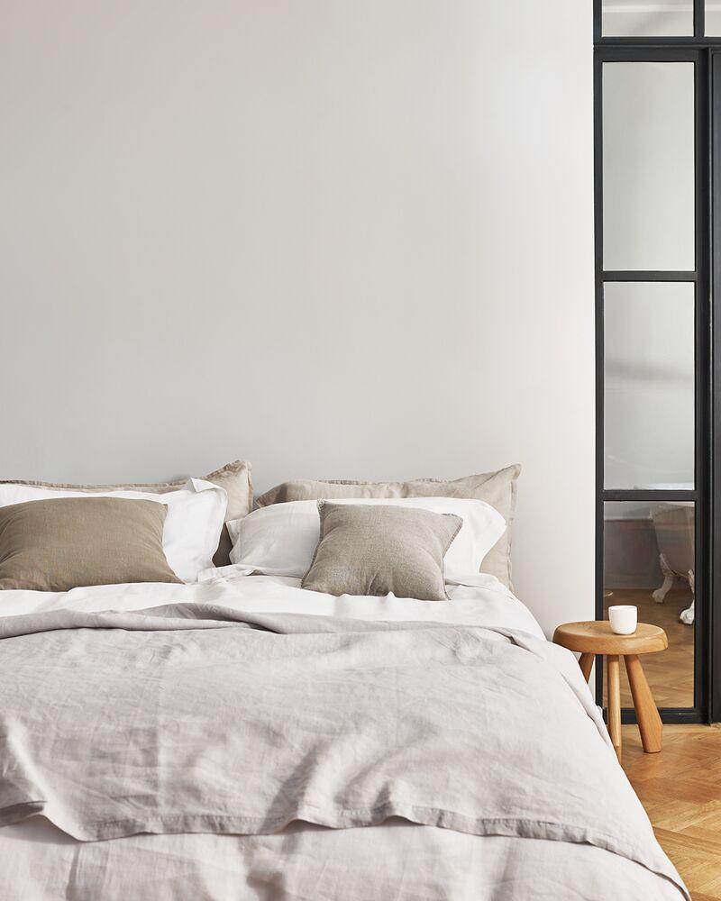 create a cosy cream white bedroom
