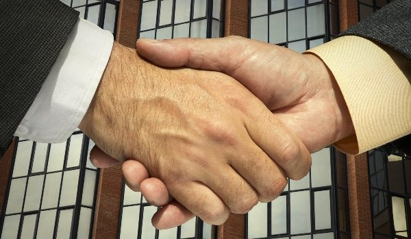 How Changing Your Trading Platform Will Provide You With Long-Term Benefits - Business Men Shaking Hands
