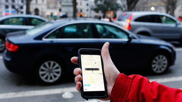 Lyft Expects Driverless Cabs 'Within 5 Years' - Uber Taxi App On Mobile Phone