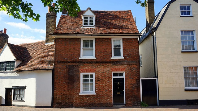 UK Home Owners Balancing On A Knife Edge – How To Avoid House Repossession