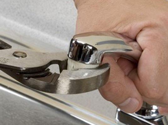 how to clean a faucet aerator and sink