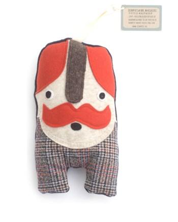 Mr Whiskers met blauw-rood geruite broek
