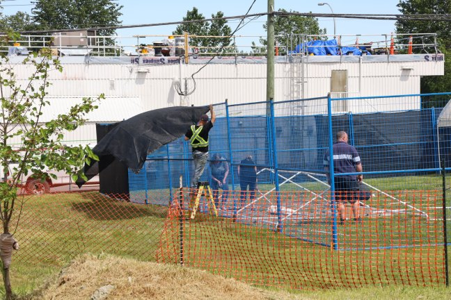 Construction of Tent Site on Buller Street in Ladysmith, 15 May 2020. (photo: Duncan Taxpayers)