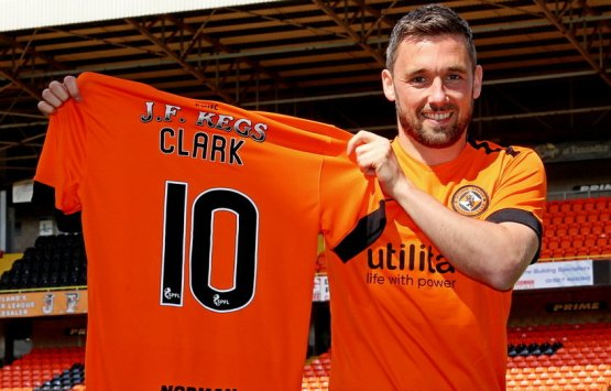 https://i1.wp.com/www.dundeeunitedfc.co.uk/uploads/images/cms/news_large/1527086204NICKY-CLARK.jpg?resize=555%2C355&ssl=1