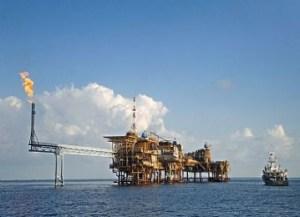 Setelah turun tajam selama 12 tahun terakhir, harga minyak mentah kembali naik tipis.