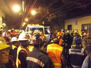 Upaya penyelamatan pekerja Freeport yang terjebak di reruntuhan tambang bawah tanah Big Gossan.