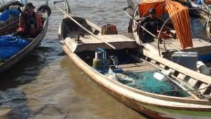 Nelayan selama ini masih tergantung pada BBM untuk melaut.