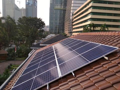 PLTS Atap Danone-Aqua Berpotensi Kurangi Emisi Karbon 3.340 Ton