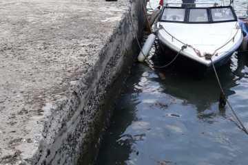 PHE OSES Bantu Penanganan Ceceran Minyak di Pulau Pari
