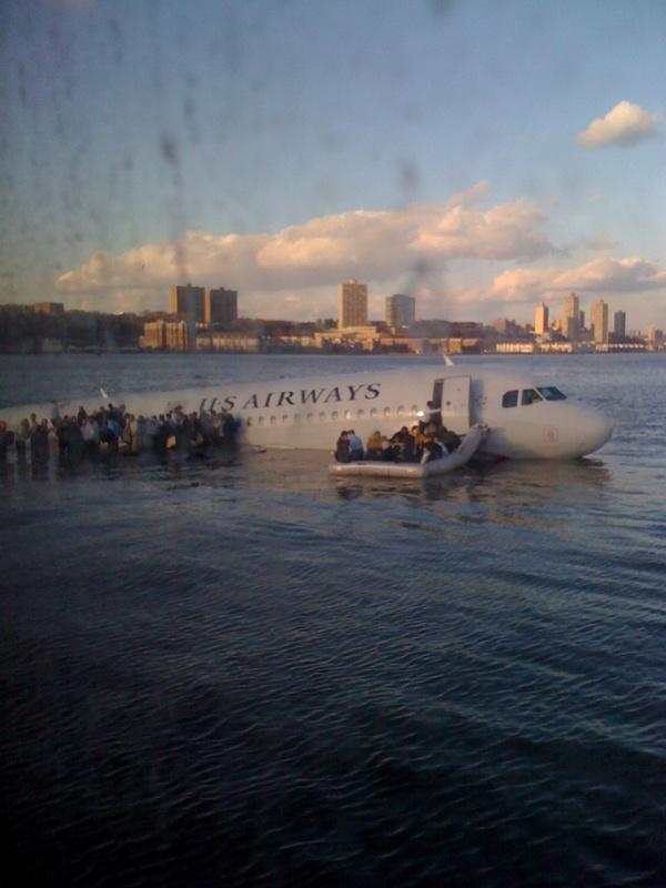 Hudson'da bir uçak var. İnsanları kurtarmaya giden feribottayım. İnanılmaz